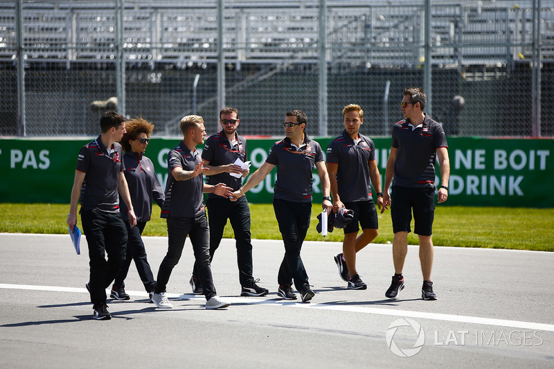 Kevin Magnussen, Haas F1 Team, conducts a track walk with colleagues