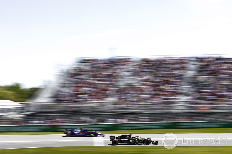 Carlos Sainz Jr., Renault Sport F1 Team R.S. 18, y Brendon Hartley, Toro Rosso STR13.