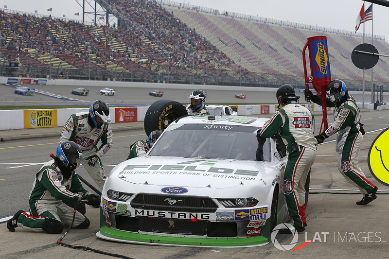 Kevin Harvick, Biagi-DenBeste Racing, Ford Mustang FIELDS pit stop