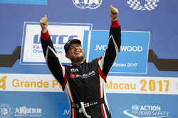 Podium: Race winner Rob Huff, All-Inkl Motorsport, Citroën C-Elysée WTCC