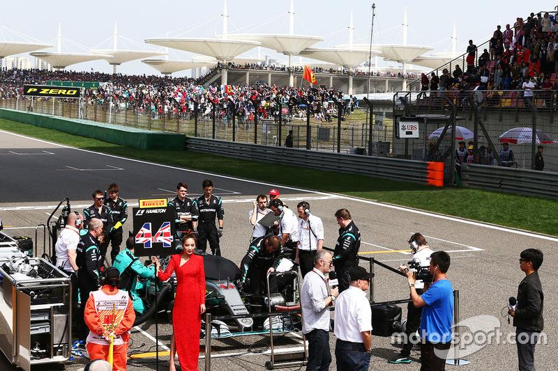 Lewis Hamilton, Mercedes AMG F1 Team W07 on the grid