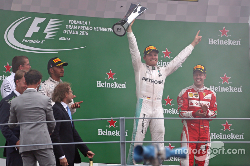 Podium: Nico Rosberg, Mercedes AMG F1 Team