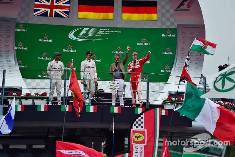 The podium (L to R): second place Lewis Hamilton, Mercedes AMG F1; Race winner Nico Rosberg, Mercedes AMG F1; Eddie Jordan; third place Sebastian Vettel, Ferrari