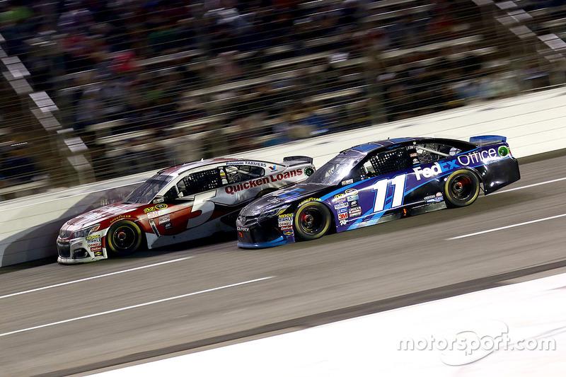 Kevin Harvick, Stewart-Haas Racing Chevrolet e Denny Hamlin, Joe Gibbs Racing Toyota