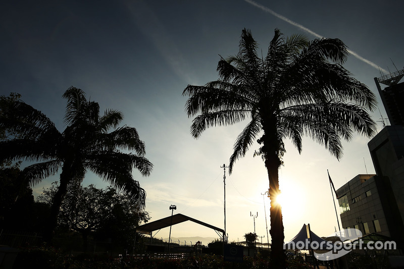 Das Fahrerlager bei Sonnenaufgang