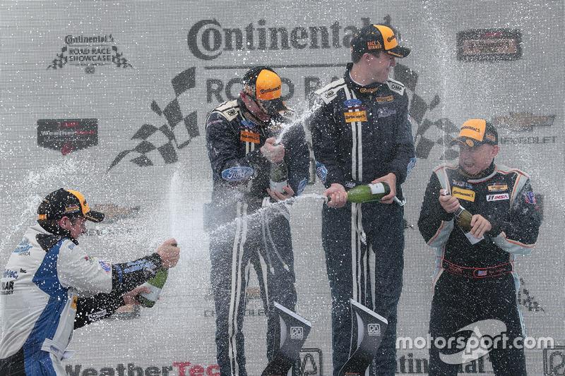 Podio: i vincitori #15 Multimatic Motorsports Mustang Boss 302R: Billy Johnson, Scott Maxwell, al s