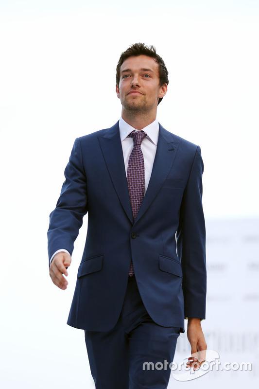 Jolyon Palmer, Renault Sport F1 Team en el Amber Lounge Fashion Show