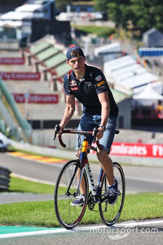 Max Verstappen, Red Bull Racing percorre il circuito in bici