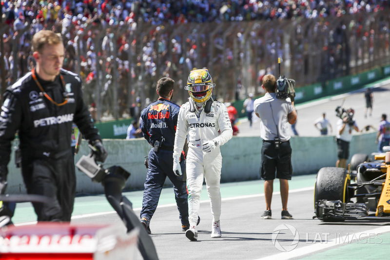 Lewis Hamilton, Mercedes AMG F1, en Parc Ferme tras la carrera