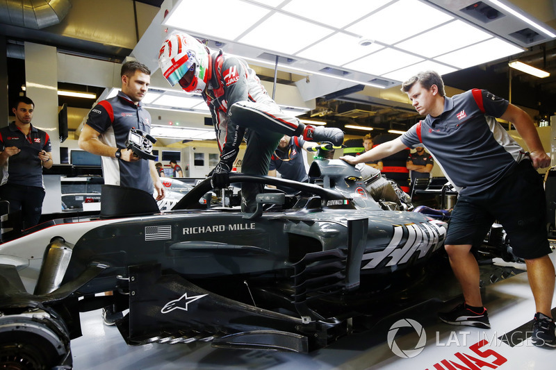Antonio Giovinazzi, Haas F1 Team VF-17, met halo