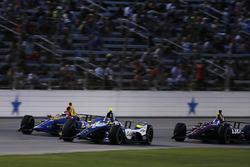 Александр Росси, Andretti Autosport Honda, и Макс Чилтон, Carlin Chevrolet