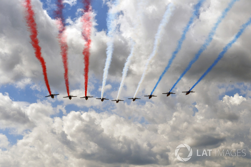 Patrouille de France flypast