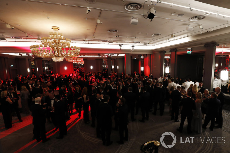 Guests enjoy a champagne reception