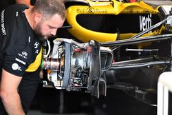 Renault Sport F1 Team R.S. 18 front brake and wheel hub detail