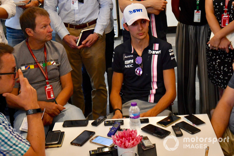 """Esteban Ocon: """"Revisei as imagens, mas não vou analisá-las. Tive uma grande largada, me senti muito bem com o carro. Tudo o que eu senti foi um golpe, e acabei na parede."""""""