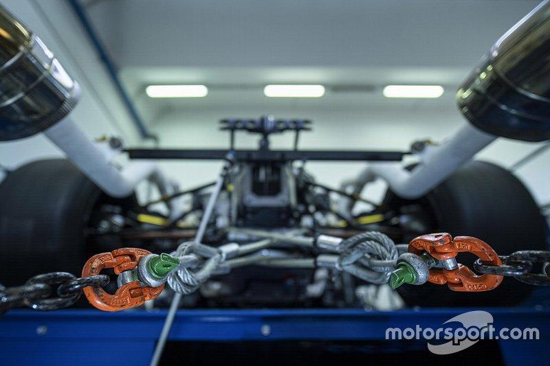 Lamborghini V12 hypercar fires up