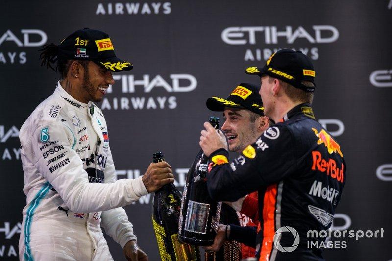 Dança das cadeiras entre Hamilton e Ferrari pode abrir espaço na Mercedes.