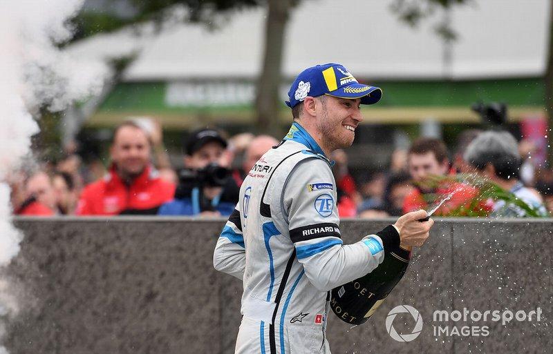 Edoardo Mortara, Venturi Formula E celebrates 2nd position with a champagne shower