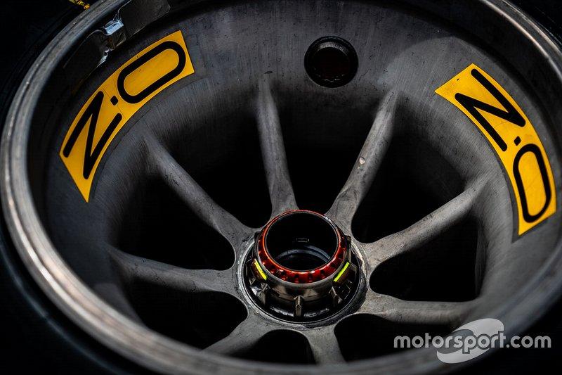 Ferrari SF90: ecco il cerchio senza bugnatura