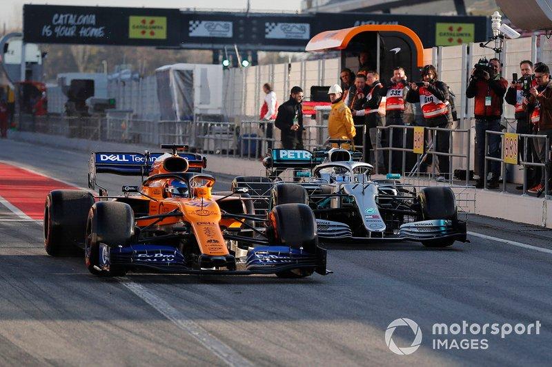 Carlos Sainz Jr, McLaren MCL34 and Valtteri Bottas, Mercedes-AMG F1 W10 EQ Power+
