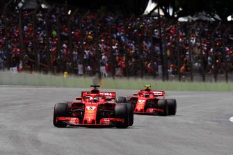 Sebastian Vettel, Ferrari SF71H e Kimi Raikkonen, Ferrari SF71H, in griglia di partenza