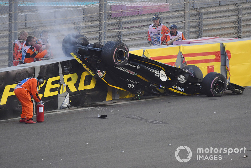 De crash van Hülkenberg na contact met Grosjean