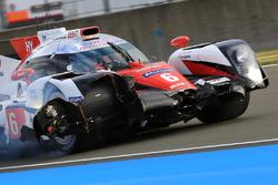 #6 Toyota Racing Toyota TS050 Hybrid: Stéphane Sarrazin, Mike Conway, Kamui Kobayashi crash