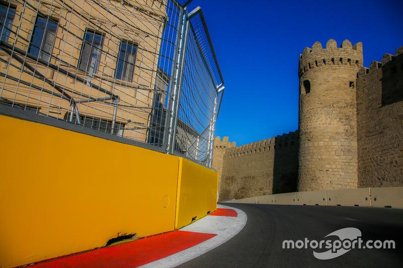Поворот№11 в Баку та фортеця
