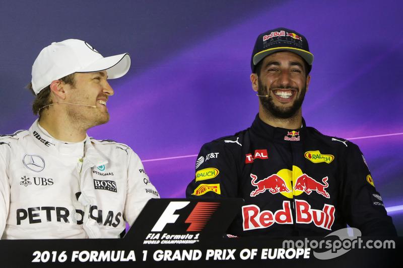 Ganador de la pole Nico Rosberg, Mercedes AMG F1 y el tercer lugar Daniel Ricciardo, Red Bull Racing en el post Conferencia de prensa FIA