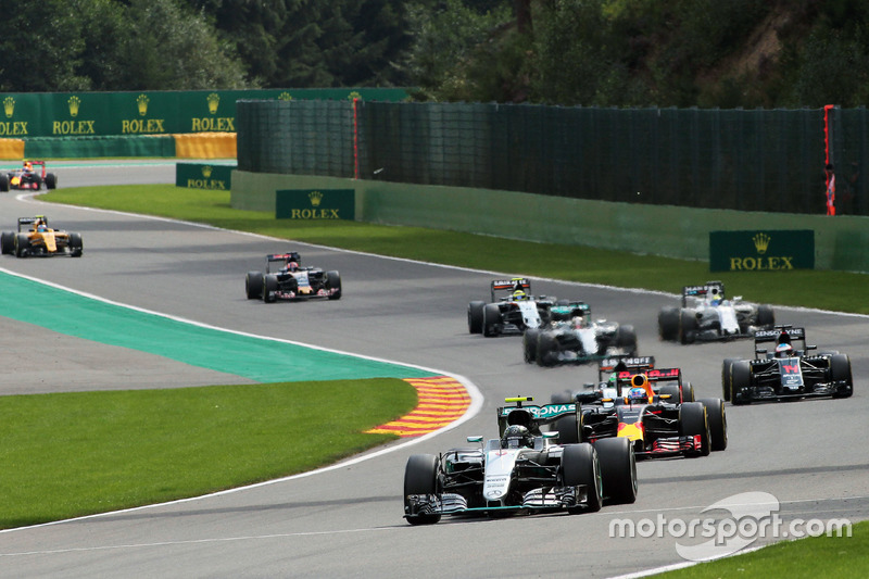 In Führung: Nico Rosberg, Mercedes AMG F1 W07 Hybrid