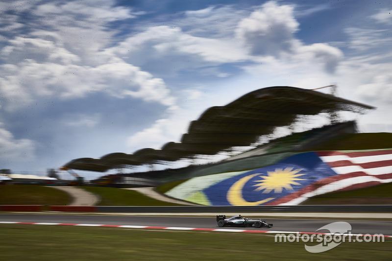 Graças a um novo asfalto, Sepang se tornou uma pista mais veloz. Em 2016, a pole position, conquistada por Lewis Hamilton, teve velocidade média de 214,914 km/h.