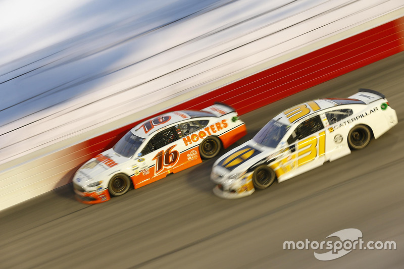 Greg Biffle, Roush Fenway Racing Ford, Ryan Newman, Richard Childress Racing Chevrolet