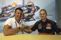 Pit Beirer, KTM Motorsport Director dan Aki Ajo, Team Manager