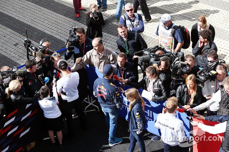 Daniil Kvyat, Red Bull Racing and Nico Rosberg, Mercedes AMG F1 Team with the media