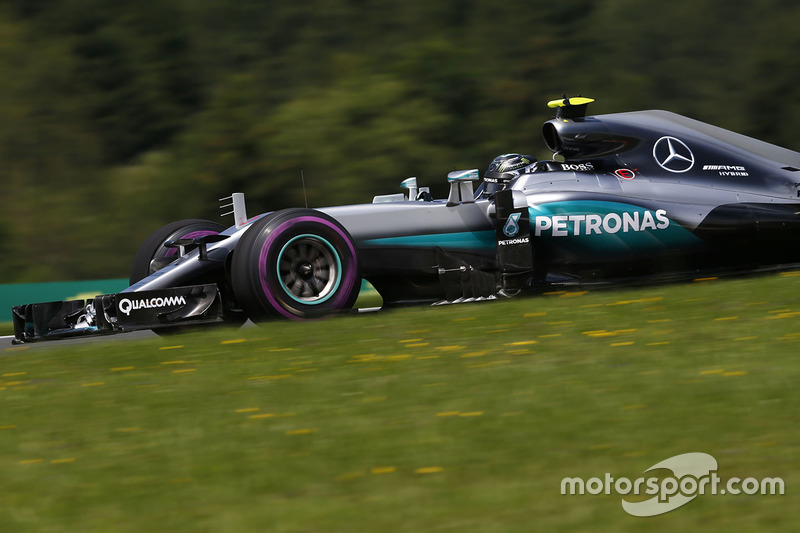 6: Nico Rosberg, Mercedes AMG F1 W07 Hybrid (incluida sanción de 5 posiciones)