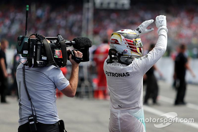Winner Lewis Hamilton, Mercedes AMG F1 in parc ferme