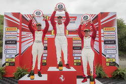 Coppa Shell podium: winner Joe Courtney, second place Chris Cagnazzi, third place Rob Hodes