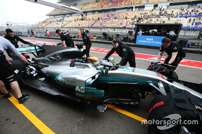 Lewis Hamilton, Mercedes AMG F1 W08, is returned to the Mercedes garage by engineers