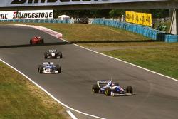 Jacques Villeneuve, Williams Renault, Damon Hill, Arrows A18 Yamaha, Mika Hakkinen, McLaren MP4/12 Mercedes et Eddie Irvine, Ferrari F310B