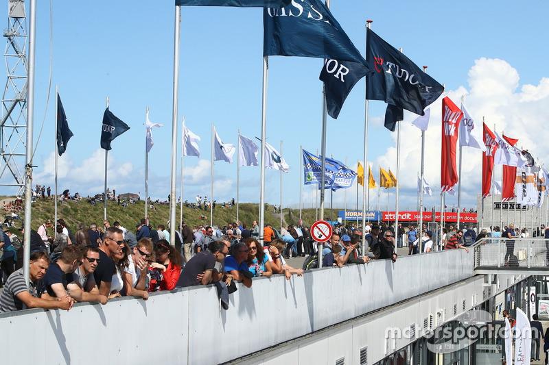 Gezellig druk tijdens de Historic Grand Prix Zandvoort