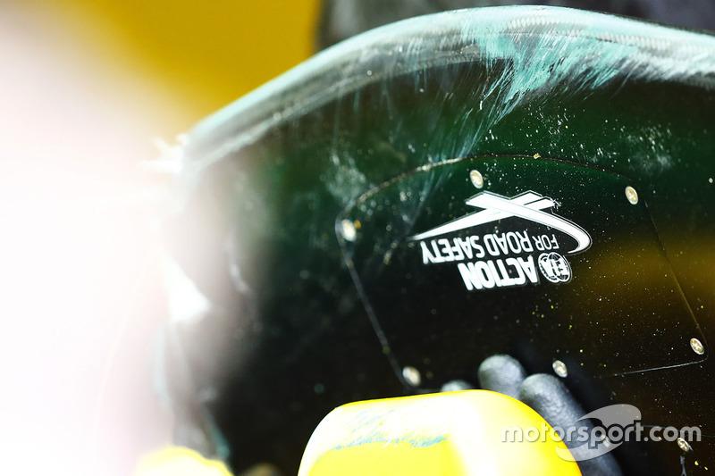 Лого FIA Road Safety на передньому антикрилі Renault Sport F1 Team RS17