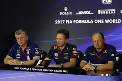 Операційний директор Sahara Force India Formula One Team Отмар Сафнауер, керівник Red Bull Racing Крістіан Хорнер, керівник Sauber Фредерік Вассьор