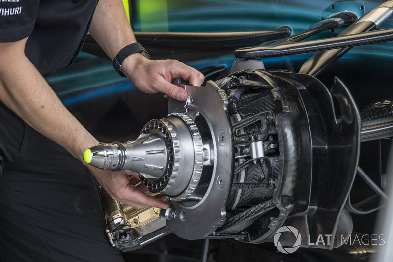 Mercedes-Benz F1 W08  from wheel hub