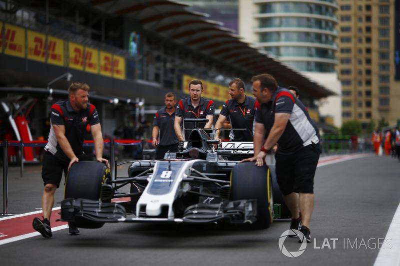 Haas F1 Team VF-17 in der Boxengasse