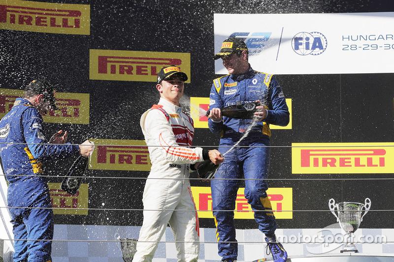 Podio: Ganador de la carrera Oliver Rowland, DAMS, segundo lugar Nicholas Latifi, DAMS, tercer lugar Nyck De Vries, Rapax