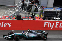 Race winner Valtteri Bottas, Mercedes AMG F1 F1 W08  takes the chequered flag