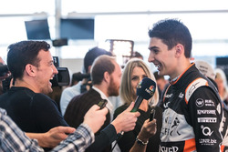 Esteban Ocon, Sahara Force India F1 Team, mit der Presse