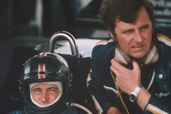 David Purley con el jefe de equipo, Mike Earle