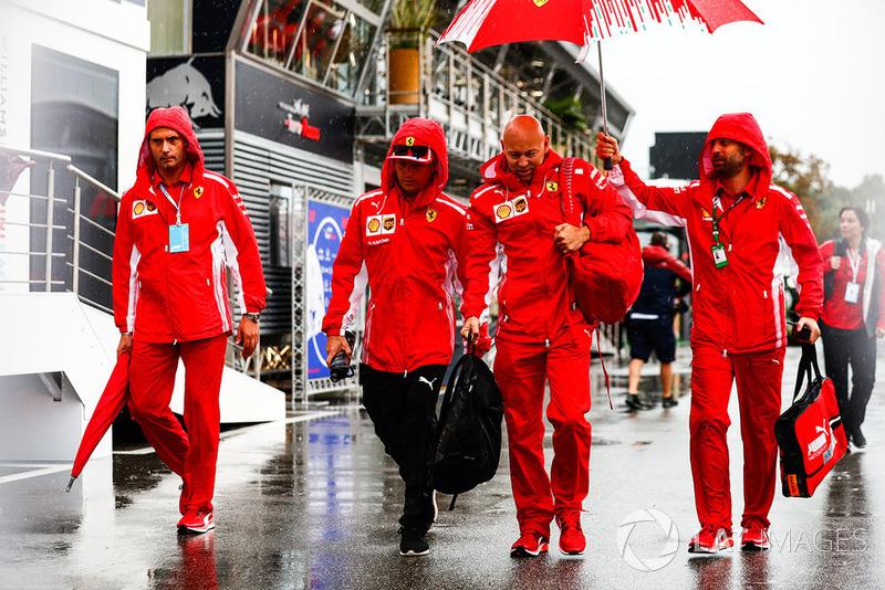 Kimi Raikkonen, Ferrari, tiba di paddock