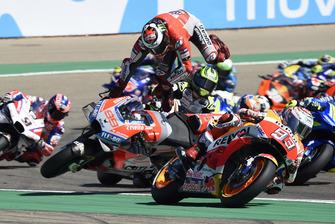 Аварія Хорхе Лоренсо , Ducati Team, на старті гонки